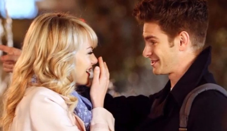 Emma Stone as Gwen Stacey and Andrew Garfield as Peter parker, Spider-Man in The Amazing Spider-Man 2 - HeadStuff.org