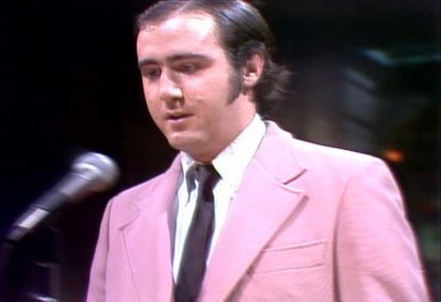 Andy Kaufman on Saturday Night Live, SNL performance image, alive, death hoax - HeadStuff.org