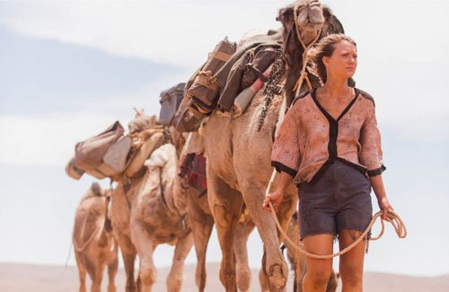 Tracks film movie starring Mia Wasikowska in Australia with camels - HeadStuff.org