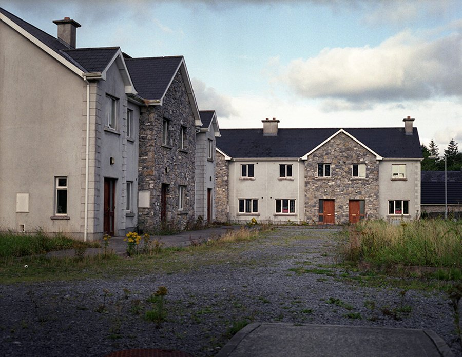 Ireland's housing crisis, bank crisis, recession, property boom and bust, inflation, corruption, property bust, ghost estates, greed, irish government, reeling in the years, ruth connolly, photographs - HeadStuff.org