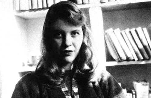 Sylvia Plath, library, study, poems, poetry, poet, Sylvia Plath Hughes, black and white, suicide, literary suicides, the bell jar, mirror, the colossus, ariel, genius writer, depression - HeadStuff.org