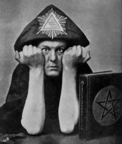 Aleister Crowley, Thelema, author, hedonist, satanist, the wickedest man in the world, STDs, Golden Dawn, cults, occult, Thlemic, Horus, Egyptian, cult, underground, order - HeadStuff.org
