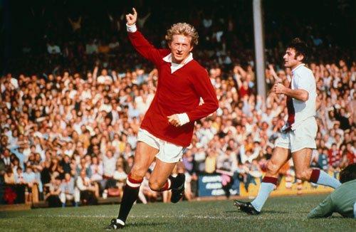 Dennis Law, Manchester United, Man Utd, World Record Transfer Fee, strike, legend, Southampton, 1962, £115,000, Scotland, scotsman, english transfer record - HeadStuff.org