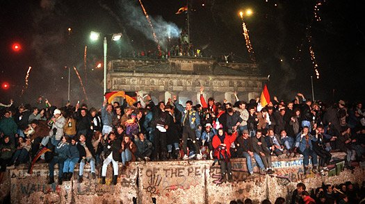 Berlin Party, the Berlin Wall, the fall of the berlin wall, 25 years later, anniversary, divide, germany, article, celebrate - HeadStuff.org