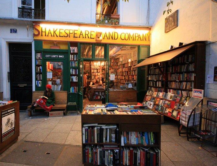 Shakespeare and company, bookshop, paris, world famous bookshop, ernest hemingway, sylvia beach, wwII, iconic book - HeadStuff.org