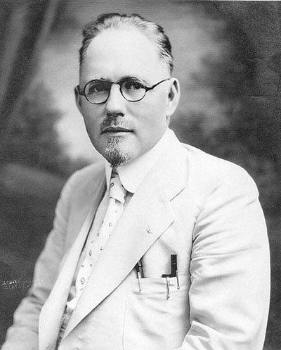 John R Brinkley, the Border-Blasting Charlatan, terrible people through history, chemist, liar - HeadStuff.org