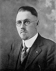 John R Brinkley in his early thirties, a few years after he moved to Milford, quack - HeadStuff.org