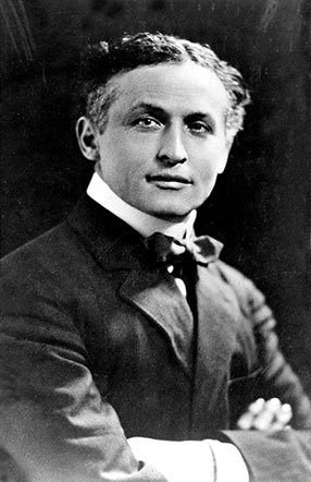 Photo of Harry Houdini - headstuff.org