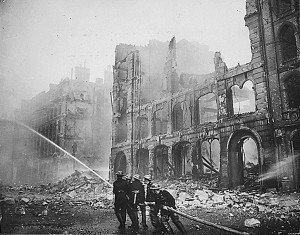 Photo of a building destroyed in Ebngland during World War2 by bombing - headstuff.org