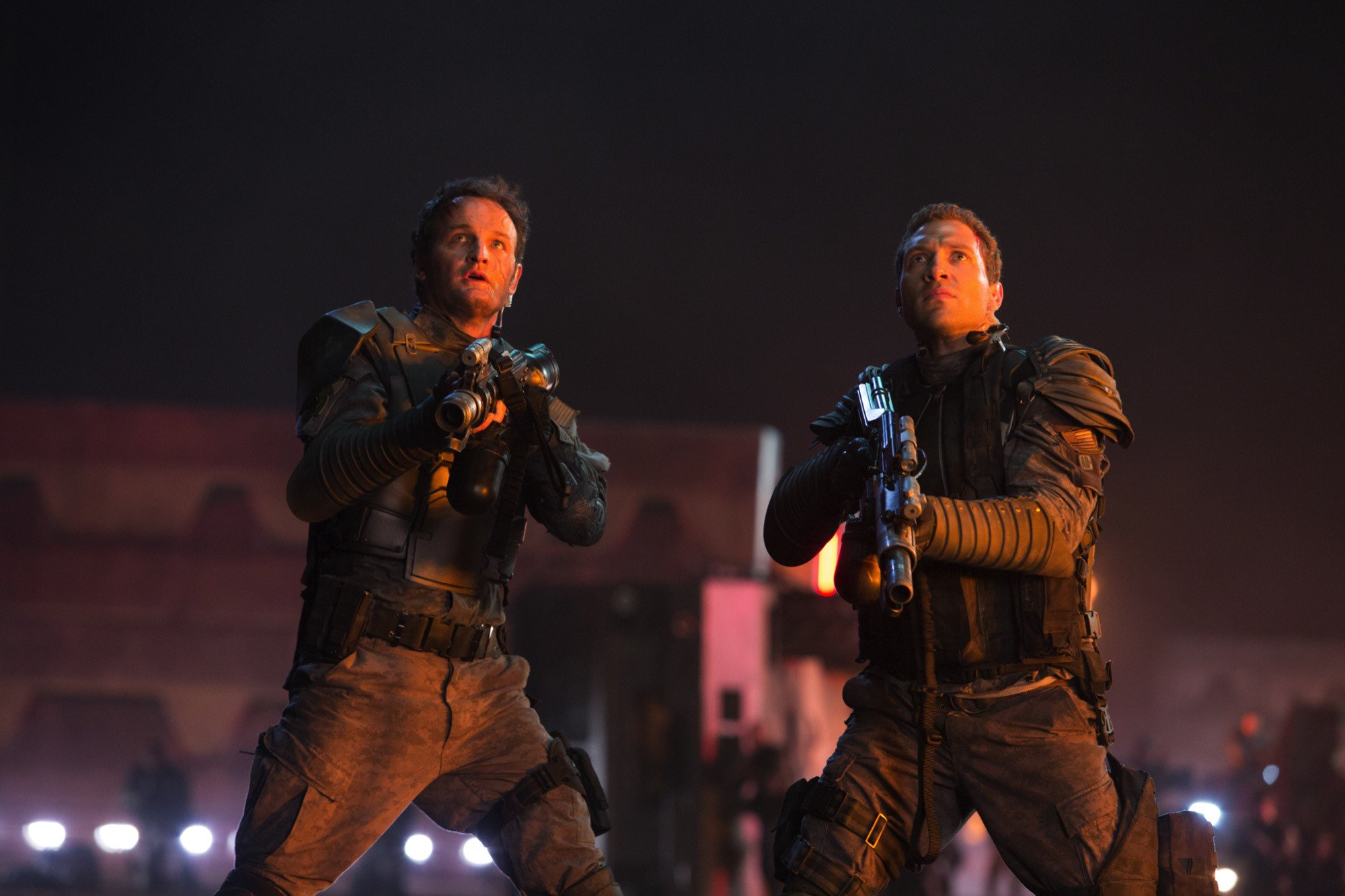 John Connor and Kyle Reese Terminator Genisys - HeadStuff.org