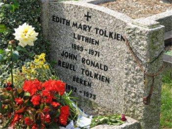 JRR Tolkien Grave - HeadStuff.org