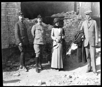Edith Wharton with WW1 officers.
