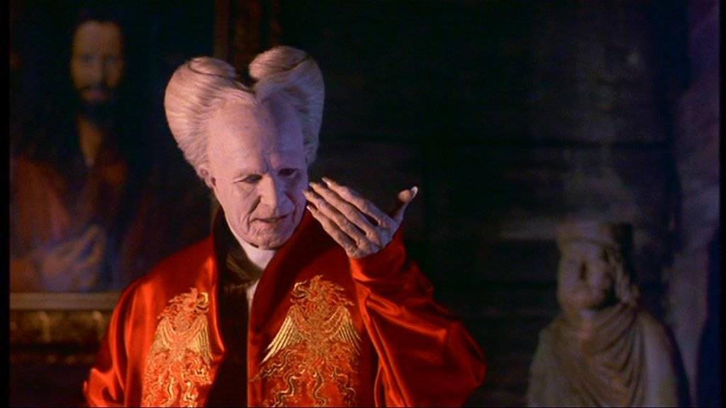 Gary Oldman as Dracula in a fetching Kimono - HeadStuff.org
