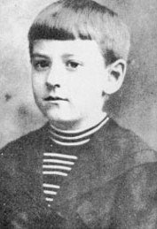 HP Lovecraft as a child - headstuff.org