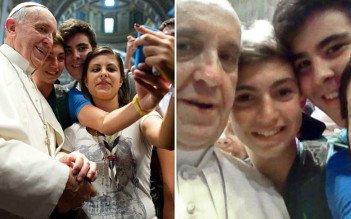 Pope selfie - HeadStuff.org