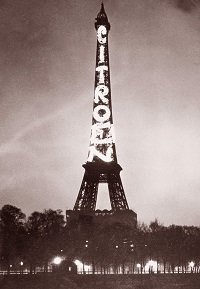 The Eiffel Tower in 1925 - headstuff.org