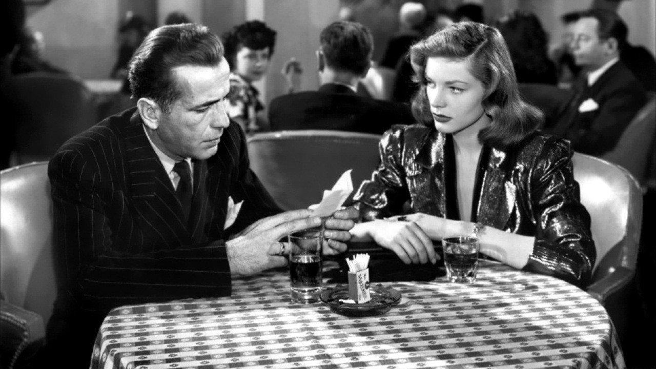 Humphrey Bogart and Lauren Bacall in Howard Hawks The Big Sleep (1946) - HeadStuff.org