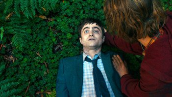 Daniel Radcliffe as Manny the corpse in Swiss Army Man - HeadStuff.org