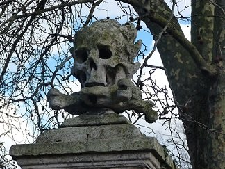 A memento mori on the church of St Nicholas in Deptford, where Marlowe is buried - headstuff.org