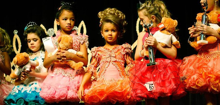 Child beauty pageant - HeadStuff.org