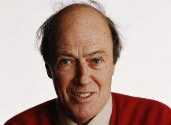 Celebrated author Roald Dahl. - HeadStuff.org
