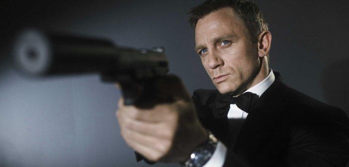 Daniel Craig - the first blonde James Bond. - HeadStuff.org
