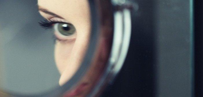 Girl mirror - HeadStuff.org