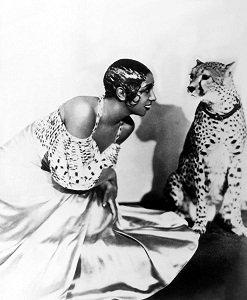 Josephine Baker and Chiquita - headstuff.org