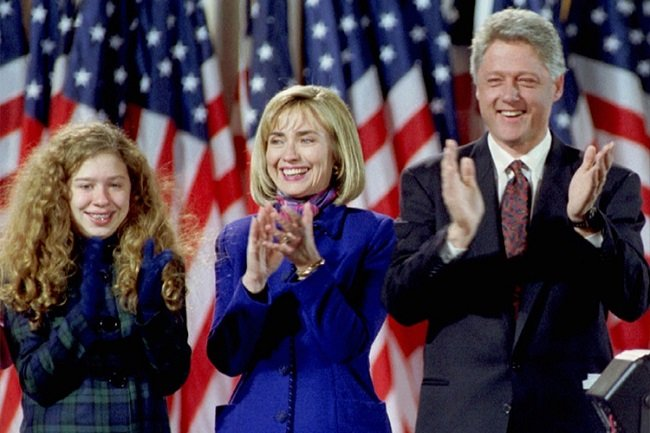 Chelsea, Hillary, and Bill Clinton clapping like in the Friends theme song