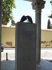 The Monument of the Lovers, Cordova. - headstuff.org