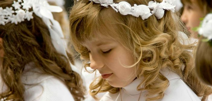 First communion - HeadStuff.org