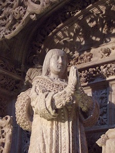 Statue of Alfonso of Castile - headstuff.org