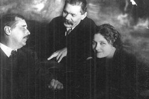 HG Wells, Gorky and Moura Budberg - headstuff.org