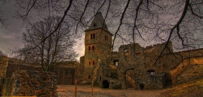 Burg Frankenstein - HeadStuff.org