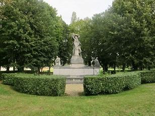 A monument at Lycée Militaire de Saint-Cyr - headstuff.org