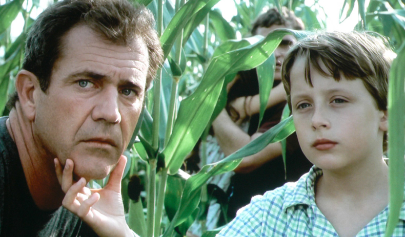 Mel Gibson and Rory Culkin in Signs. - HeadStuff.org