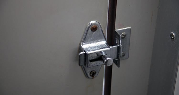 Bathroom Lock - HeadStuff.org