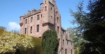 Kelly Castle in Arbroath - headstuff.org