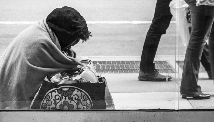 Woman and Poverty - HeadStuff.org