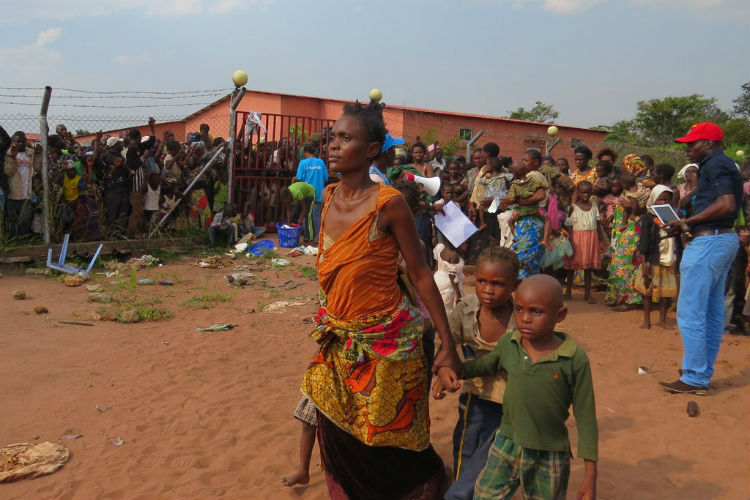 Civilians flee the violence of DR Congo - HeadStuff.org