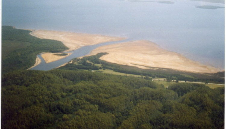 The mouth of the King River - headstuff.org