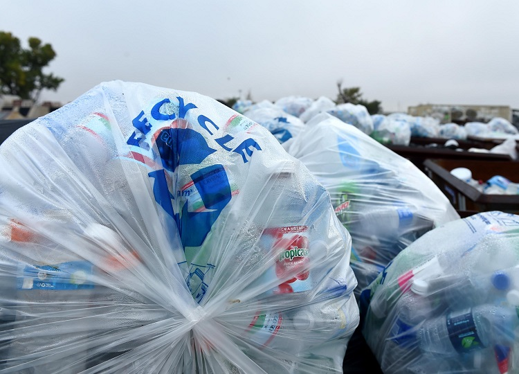 Sustainable business plastic recycle | HeadStuff.org