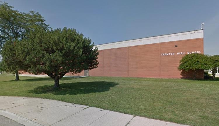 Cheerleading Tremper High School   HeadStuff.org