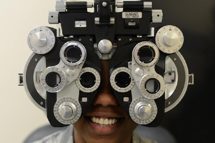 Poor vision eye test | HeadStuff.org