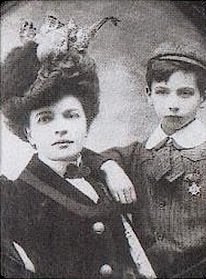 Louis Aragon and his mother Marguérite - headstuff.org