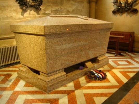 Napoleon III's grave - headstuff.org