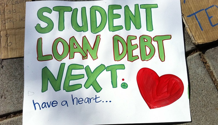 Student loan debt | HeadStuff.org