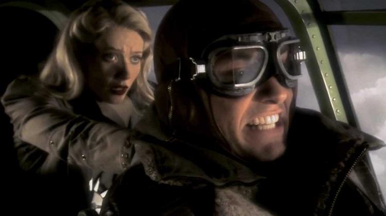 Gwyneth Paltrow and Jude Law - headstuff.org