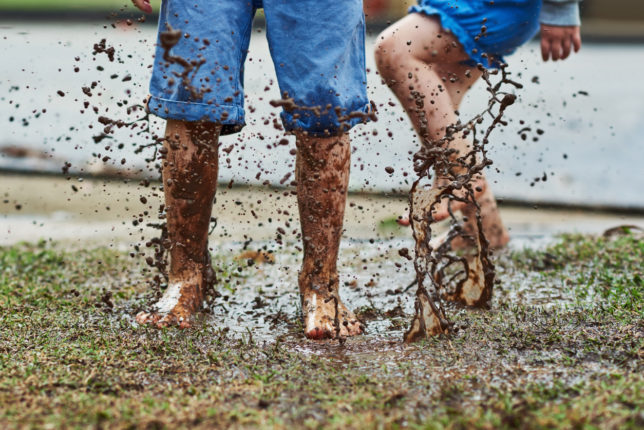 5 Great Reasons to Let Your Kids Get Muddy