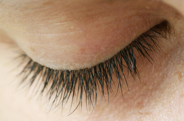 how to clean crusty eyelashes
